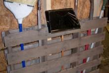 Wood-Pallat-Barn-Tool-Rack