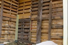 Wood-Pallet-Goat-Barn1