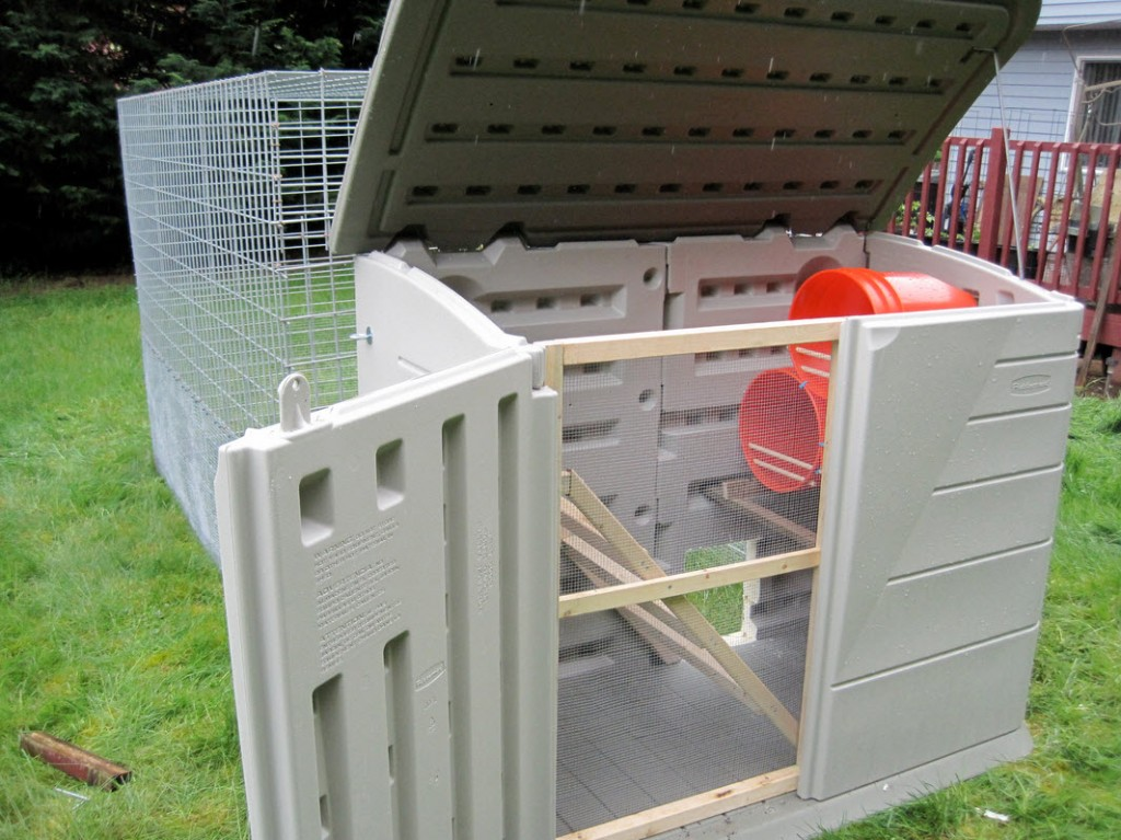Diy shed chicken coop for Chicken coop made from pvc