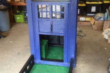 DIY-TARDIS-Doghouse
