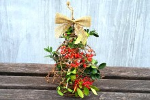 DIY-Decorative-Christmas-Tree-Bird-Feeder
