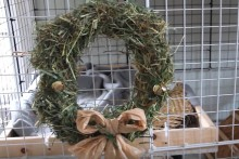DIY-Hay-Christmas-Wreath