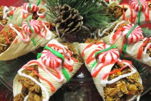 DIY-Horse-Christmas-Canoli-Treats