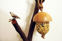 DIY-Acorn-Bird-Feeder