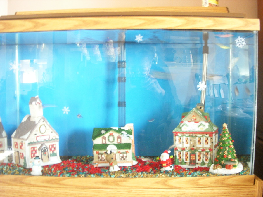 Diy fish tank christmas decor for Aquarium decoration diy