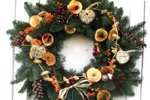 DIY-Bird-Feeder-Holiday-Wreath