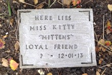 DIY-Pet-Memorial-Tombstone