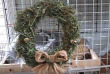 DIY-Hay-Christmas-Wreath