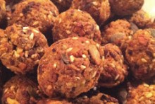 DIY-Bird-Crunchy-Ball-Treats